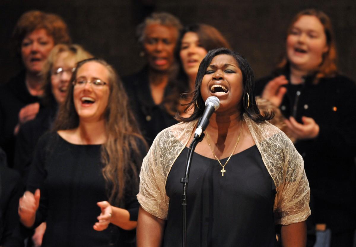 Discussie: Wie zingt er nog mee in de (traditionele) kerk?