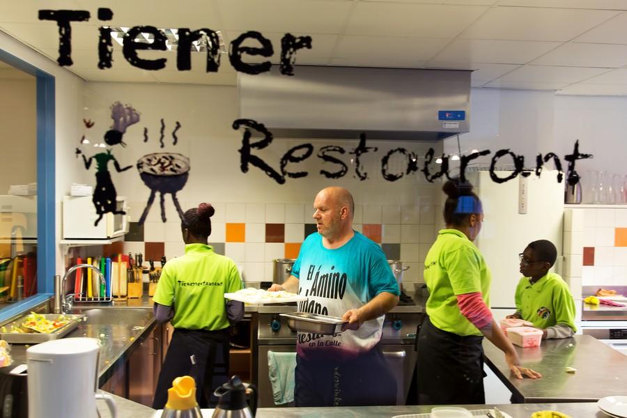 Kinderwinkel al vijftien jaar succes in Moerwijk